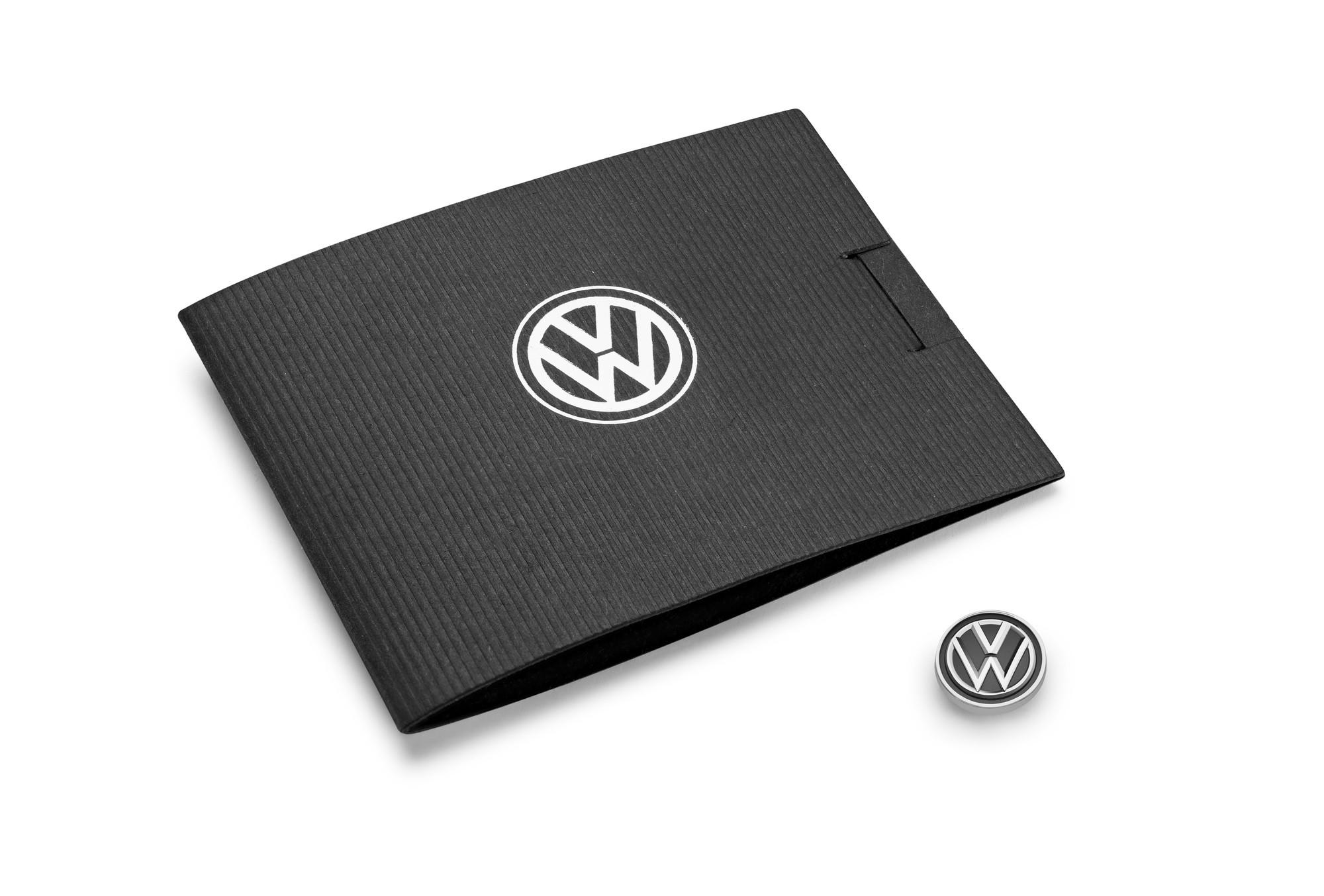 Original Volkswagen VW Pin silber NEU